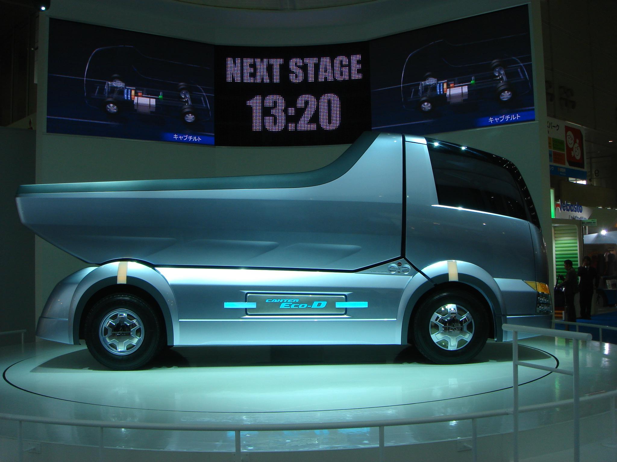 071030012 これトラックだ! なんともスタイリッシュで優雅なトラック こんなトラッ...
